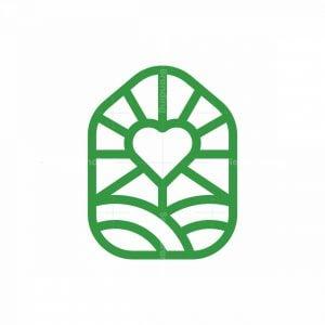 House Farm Heart Logo
