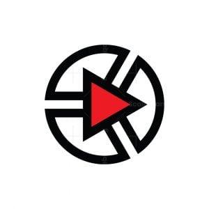 Play Media Arrow Logo